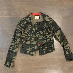 Forever 21 Cropped Camo Jacket